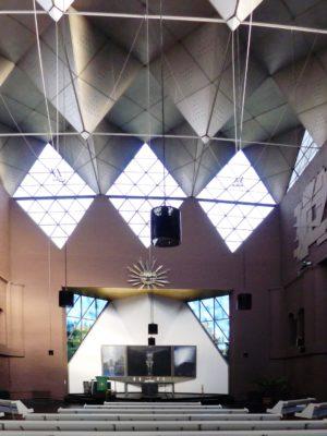 Epiphanienkirche (Innenraum Altaransicht)